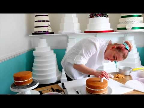 ▶ Y how to: naked wedding cake - YouTube Interesting tips. Wonder if it really needs the reinforcements and if so, after how many layers.