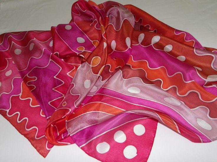 Linda echarpe de seda pongé 5, pintada à mão, em tons maravilhosos de rosas e derivados. Ultra feminina, ideal para compor um visual arrojado e contemporâneo. Pode ser usada de várias formas.