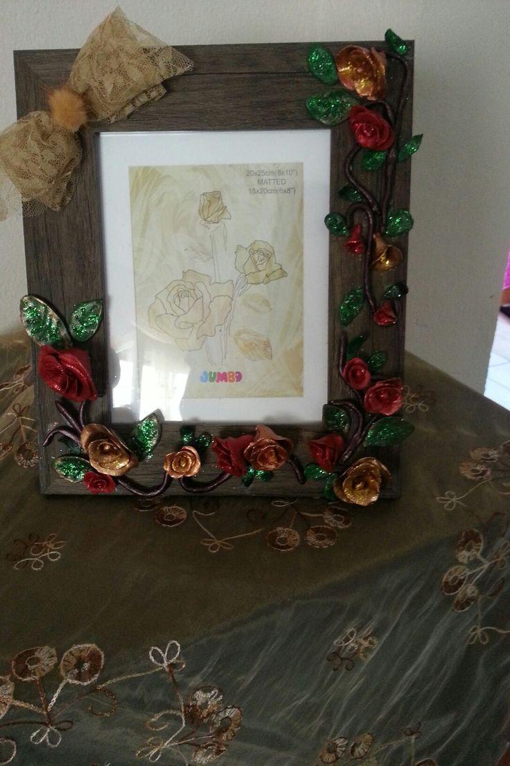 Κορνίζα με τριαντάφυλλα από πηλό