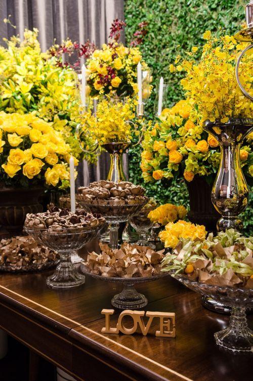 decoração de casamento amarela e marrom