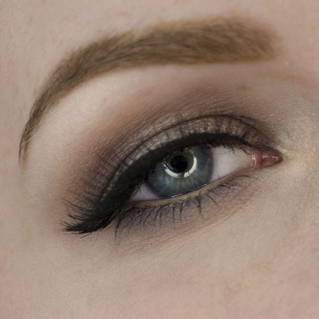 Here's an easy daytime appropriate look taupe eyeshadow. This tutorial has lots of taupe and gray eyeshadow. It's easy to apply and looks super pretty