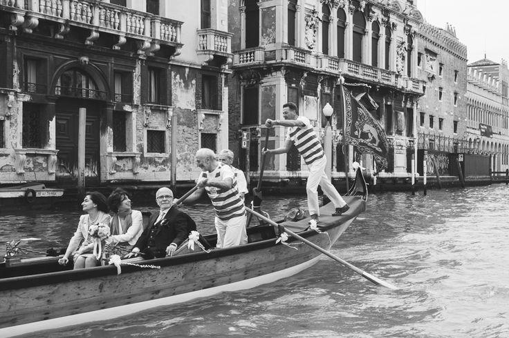 Bride on a gondola! Venice - Italy - La Boutique de la Luz