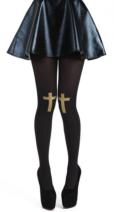 80 denier opaque panty met gouden kruizen van folie op de knieën. Kleur: zwart/goud. Maat: one size. Leuk onder een jurkje of spijker shorts. €17,25 - Gratis verzenden!