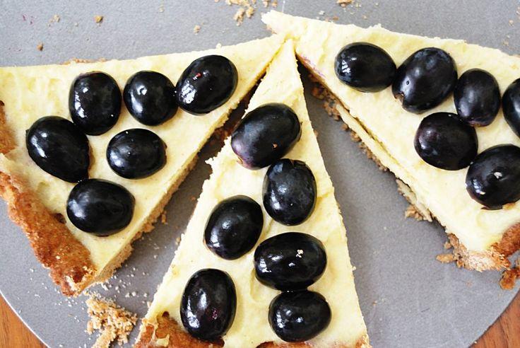 Sernik jaglany, a w zasadzie tarta z kremem jaglanym jest idealnym deserem/przekąską dla osób, które...
