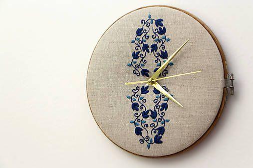 Framegroup / Júlia, ručne vyšívané nástenné hodiny