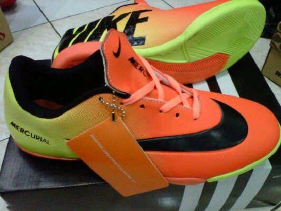 "Format Pemesanan:      ""nama_kode_ukuran_alamat pengiriman"". Contoh: (Ahmad Basuki_Sepatu Futsal Nike Vapor 9 1F_40_Jl.Asem Gede no.29 Kragilan 04/07 Condong Catur Depok Sleman Yogyakarta 55283). kirim sms ke 085643625655  Informasi Dan Pemesanan  No.HP: IM3: 085-643-625655 (WhatsApp, WeChat, Line, & KakaoTalk)  YM & Email: cetupat_collection@yahoo.com (online 24 jam)  Pin BB: 328FA5D8 & 7563209A"