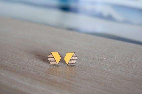 Petit hexagone jaune moutarde en bois boucles d
