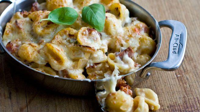 Pasta med chili og hvitløk, eller en kremete variant med sopp og fløte. Her er 10 deilige oppskrifter på pastaretter.