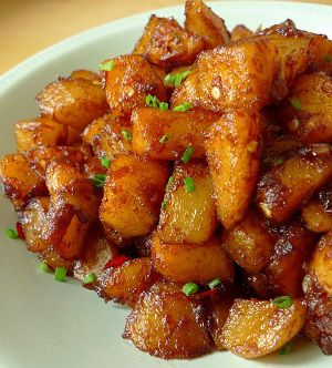 fried tamarind potatoes - I imagine this tastes like a samosa without the outer crust. Nom!