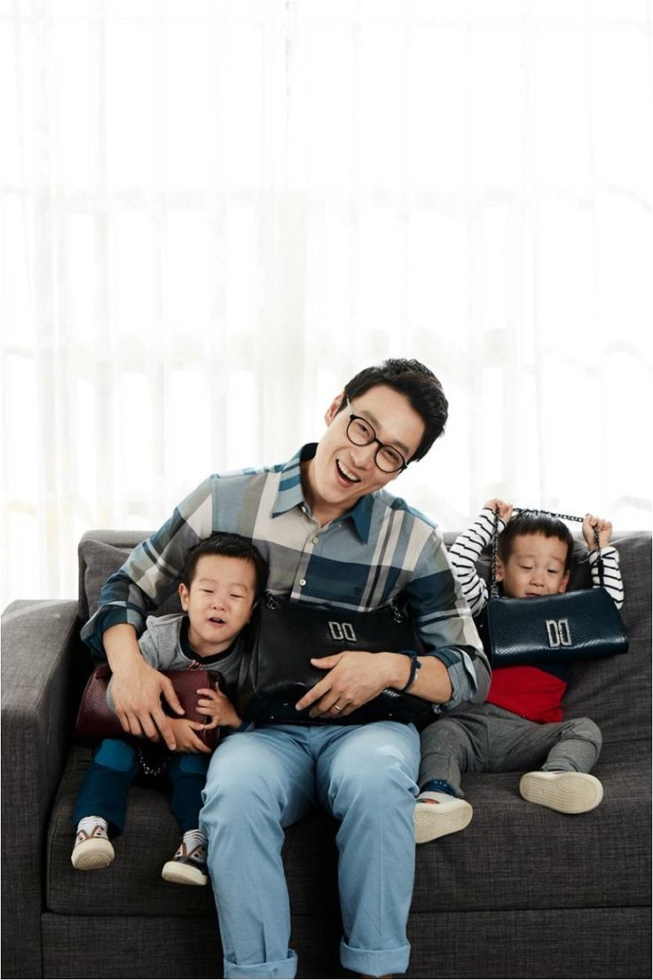 Twins Seo Eon and Seo Jun and Lee Hwi Jae Are DAKS Accessories' New Models