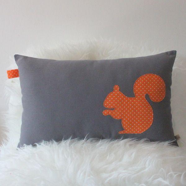 Coussin Ecureuil vintage gris et orange : Linge de lit enfants par zole