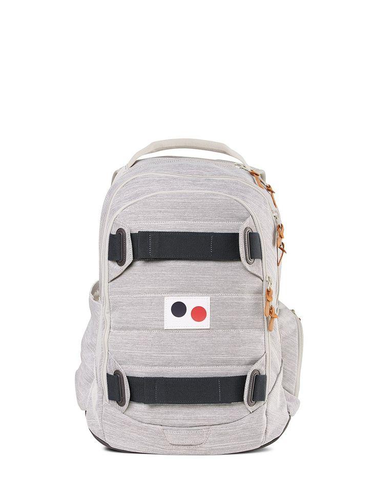Rucksack: Wasserabweisendes Melange Material aus recycelten PET-Flaschen, Drei Compartments je mit variablem 2-Wege Reißverschluss, Gepolstertes Laptopfach, Front-Compartment mit Organizer und gefüttertem Handy- und Tabletfach, Variable Seitentaschen, eine mit dehnbarem Mesh, eine mit Reißverschluss und Schlüsselringband, Standfester Boden, Gepolstertes, angenehm konstruiertes Rückenteil