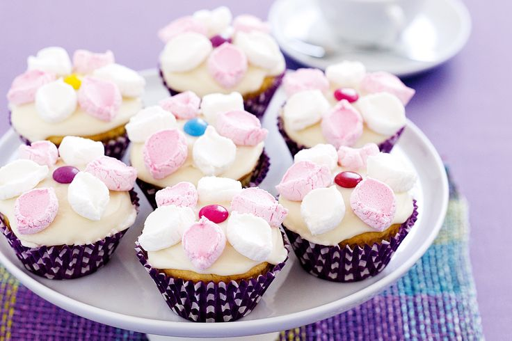 These are pretty and would go with the flower cake