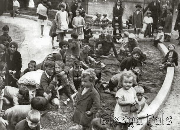 Glasgow Green Sonnie Pon 1930's