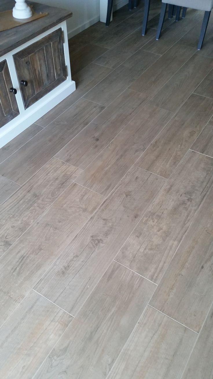 Houtlook tegels atlas concorde brown chestnut 22.5x90 cm met mapei voeg bijpassende kleur 134