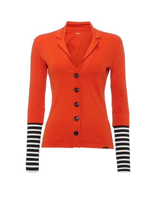 Damesmode, MarcCain Oranje vest met gestreept accent aan de onderzijde van de mouwen. Het model heeft een klassieke kraag, sluit met een knoopsluiting en is afgewerkt met een merklogo aan de onderzijde. MEER http://www.pops-fashion.com/?p=17874