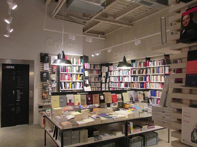 Librería La Central de Callao, Madrid by voces, via Flickr
