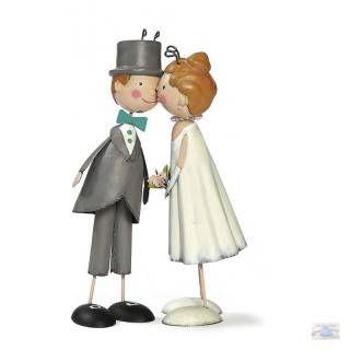Knutschi-Brautpaar-Figuren aus Blech im nostalgischen Vintage Design und einer Shabby Bemalung. Einfach schön romantisch zum dekorieren an Hochzeiten und auch geeignet als Tortenfiguren für die Hochzeitstorte. Neben diesem süßen Knutschi-Brautpaar gibt es auch noch andere Brautpaar-Figuren im Shabbyflair Onlineshop.