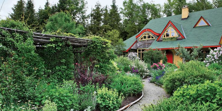 28 New Ways to Landscape Your Yard  - CountryLiving.com
