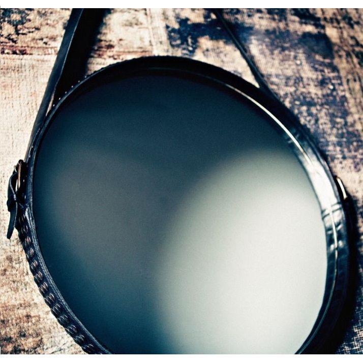 Una cintura borchiata fuori scala diventa la cornice per uno specchio che mixa perfettamente lo stile rock e gipsy per un'atmosfera cosmopolita | Scoprilo su http://www.malfattistore.it/product/ego-stud-mirror/ | #malfattistore #specchio #diesel #mirror #cuoio #genuineleather #shoponline #interiordesign #homedecore
