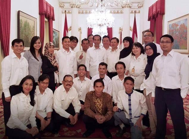 """""""Sanjungers"""" terus diundang.. Kapan """"Korban Gusuran"""" diajakin makan siang di Istana?  by Tara Palasara """"Sanjunger"""" terus diundang.. Kapan """"Korban Gusuran"""" diajakin makan siang di Istana ? sanjunger : orang yang terbiasa menyanjung Pak Jokowi di Media Sosial Informasi dari lama FP Presiden Joko Widodo :http://ift.tt/2dnU7to Jum'at 30 September 2016 Pak Jokowi mengundang makan siang para Pegiat Media Sosial di Istana Negara. Secara sampling saya buka beberapa Akun FB mereka rerata mereka semua…"""
