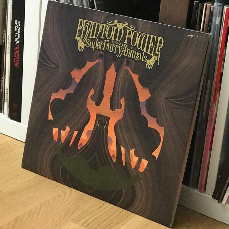 Super Furry Animals: Phantom Power . . . . . . . #vinyl #vinyls #vinyllove #vinyljunkie #thevinyldaily #nowspinning #records #recordcollection #record #music #sound #lp #schallplatte #instagood #nowplaying #super #furry #animals #phantom #power #indie #classic