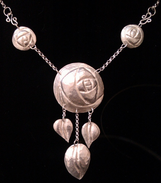 MacKintosh inspired silver repoussé necklace with roses by Steenbergen & Langeveld Goldsmiths