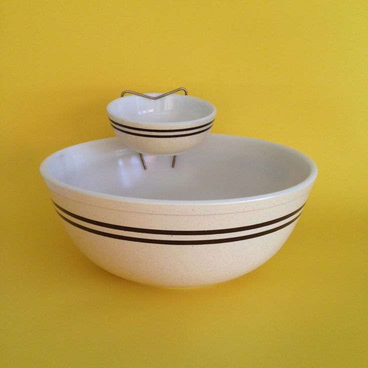 Pyrex Speckled Lines Chip and Dip Set with Bracket - Pale Yellow Dark Brown Black Stripes 404 and 708 by ThatRetroChick on Etsy https://www.etsy.com/listing/234530499/pyrex-speckled-lines-chip-and-dip-set