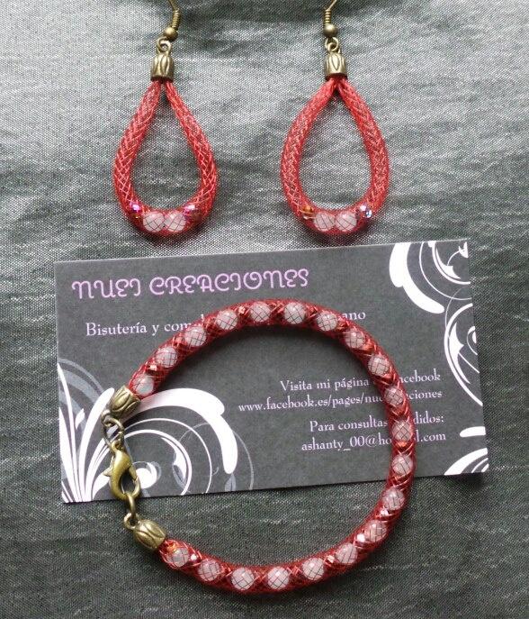 Pendientes y pulsera de malla roja con piedras naturales
