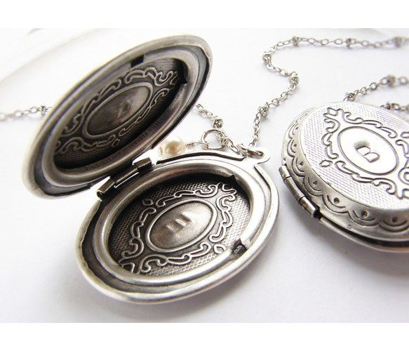 {Personalized Locket Necklace} Sora Designs - lovely gift idea!