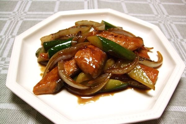 鮭ときゅうりの中華風黒酢炒めのレシピです。