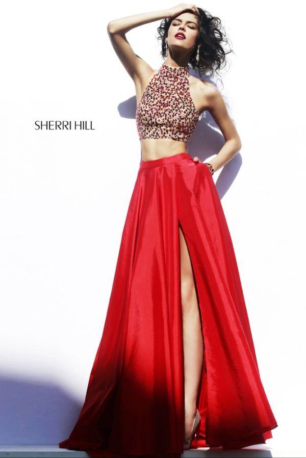 Foto 1 de 2 Conjunto dos piezas con cropped top en pedrería y falda roja con bolsillos | HISPABODAS