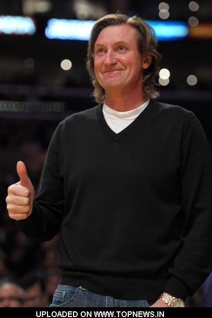 Wayne Gretzky at 50, still handsome as ever