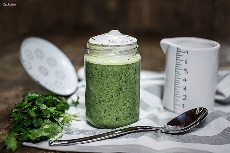 Ein feines Rezept für Korianderschaumsuppe im Glas. Eine Idee für eine weihnachtliche Vorspeise mit Geschenktipp für Suppenfans.