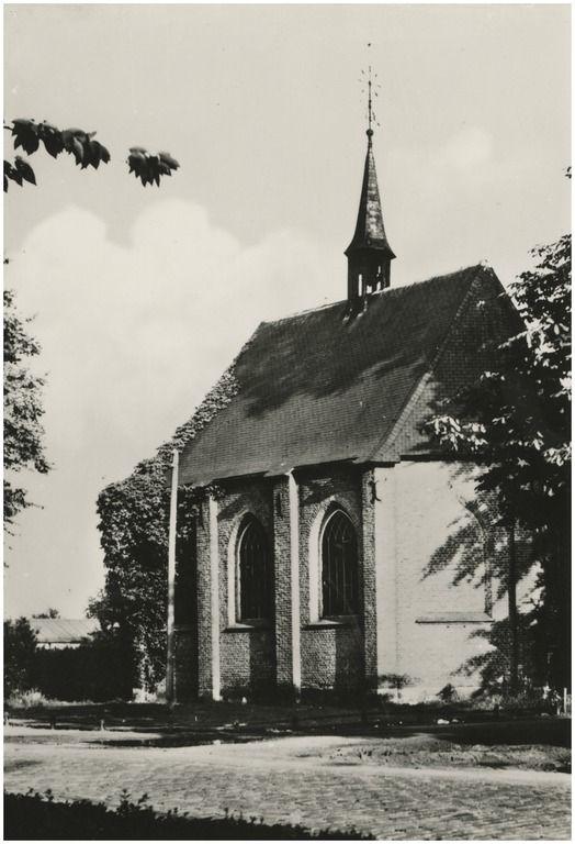 Bergeijk, Serie van 4 prentbriefkaarten uitgegeven ten bate van de restauratie (1991) van rijksmonument Ned. Hervormde kerk, Hof 56. 1991