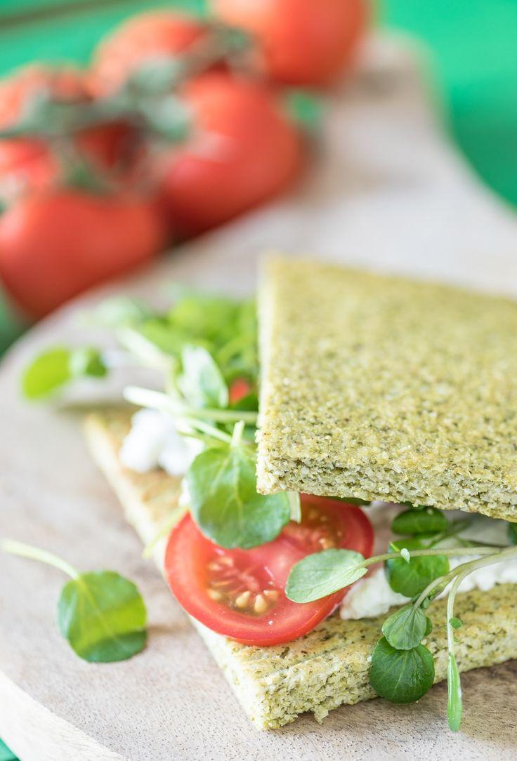 Broccoli brood is echt superlekker en natuurlijk heel erg gezond. Die 250 gram groente per dag is op deze manier een eitje. Oja, dit bood is groen ...