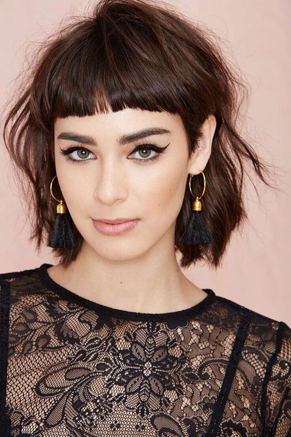 48 Fantastic Short Hair With Bangs To Try For 2019 In 2020 Short Hair With Bangs Shaggy Short Hair Short Shaggy Haircuts