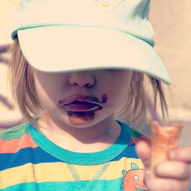 #IceCream time! #Dzień bez lodów dniem straconym! #TyleSłońcaWCałymMieście ☀️ #omnomnom #chocolate #czekoladowe #portrait #baseballcap #yesfilter #prześwietlone #overexposed #słońce #sunlight #outdoorphotography #sun #overedited