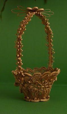 neli: 3D Quilling basket http://nelika-neli.blogspot.com/search/label/3D%20Quilling%20%20basket