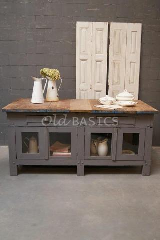stoer keukeneiland/ dressoir: echt oud en uniek! Te koop bij www.old-basics.nl (webwinkel en loods vol unieke oude meubels)