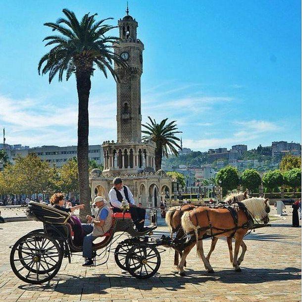 I have been here before. I know the beautiful city beyond the door. @cityofizmir #cityofizmir  #izmir