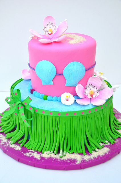 Hula Girl Cake ~ too cute!
