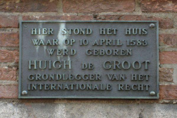 ♥ Oude Langendijk, hier stond het huis van Hugo de Groot.
