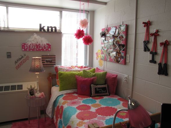 This site has a million cool dorm rooms it is amazing how for Cool dorm room layouts