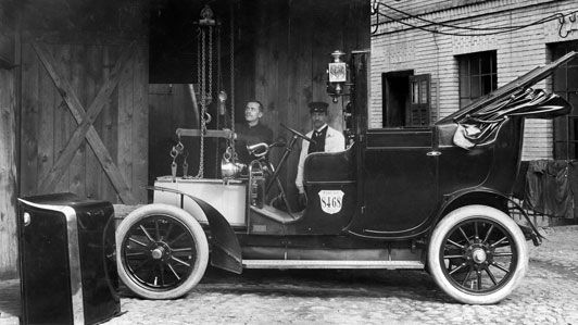 """Siemens started writing the book on the electric car in 1905, when it produced about 50 """"Electric Viktoria"""" cars."""