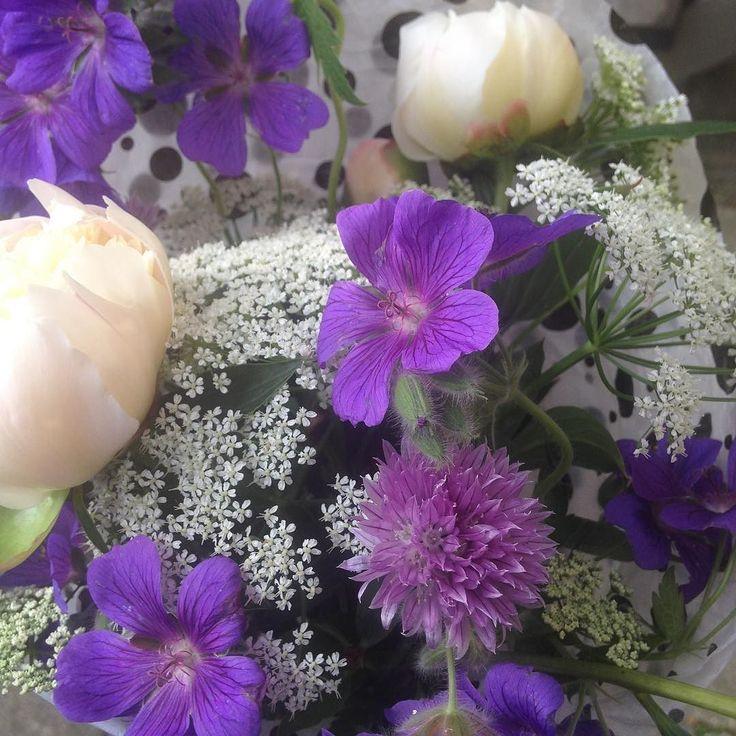 Gårsdagsens buket fra egen have til kære @tinarudmcgrade