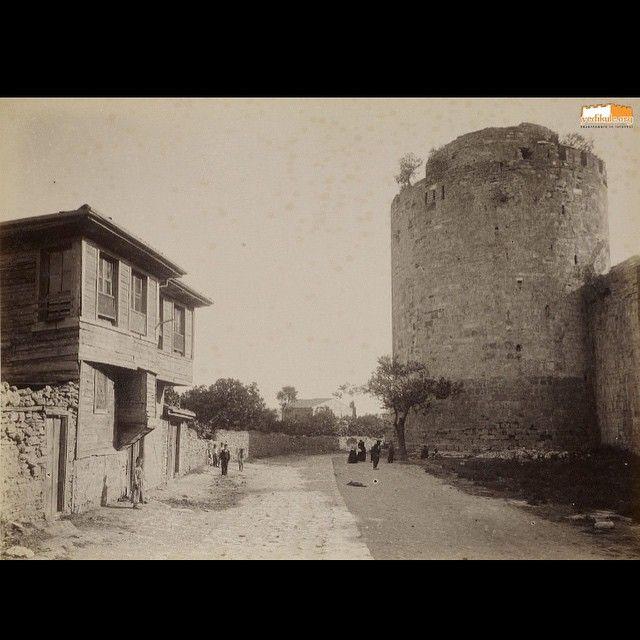 #yedikule #bucakbağı #eskifotoğraf #oldpic #oldistanbul #istanbul #istanbulcity #istanbullife #istanbullove #constantinople #byzantium #istanbuldayasam #yedikulezindanları #fortress #citywalls #thecastleofseventowers #instapic #instaphoto #goodoftheday #picoftheday  (Yedikule, Istanbul, Turkey)