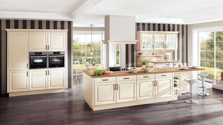 Dacă adori eleganța spațiilor decorate clasic, dar în același timp vrei să te bucuri de confortul și funcționalitatea bucătăriilor moderne, îți propunem un ambient care îmbină ambele stiluri, cu accente calde și naturale. 