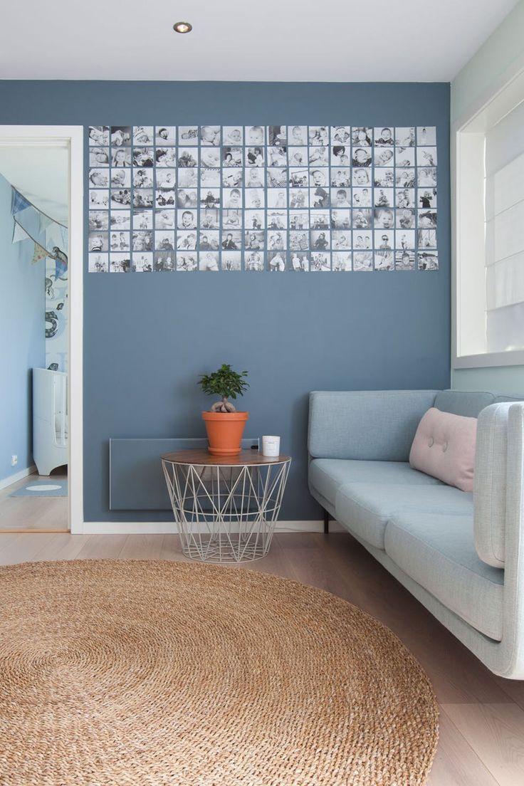 Selvkomponert dus blåfarge på stueveggen