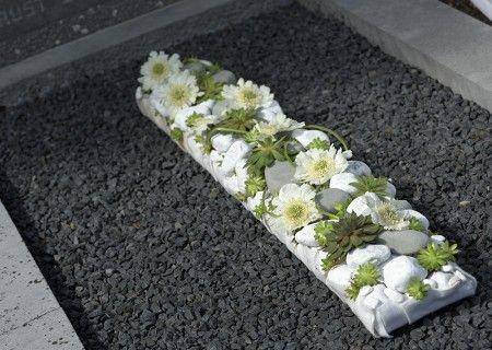 Mourning flower arrangement ~ Geertje Stientra, floral designer